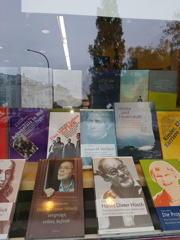 Auslage 100 Jahre WIchern-Verlagn